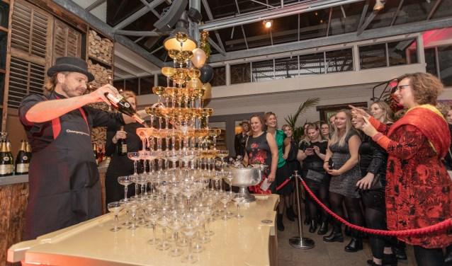 Directeur Evalien Rengers hield een korte speech terwijl de champagne rijkelijk vloeide. | Foto Wil van Elk