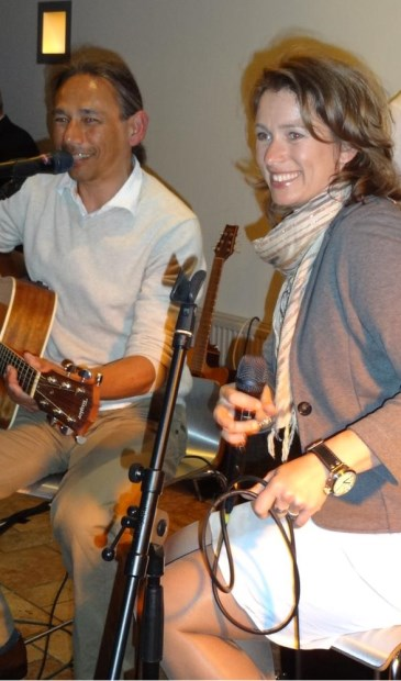 Peter Paul en Helen, samen het duo Voices-Strings-Things.