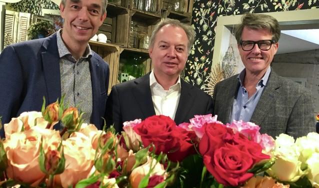 Mark Breugem, Lars Flinkerbusch en Willem Heemskerk ondertekenen de overeenkomst. | Foto: pr.