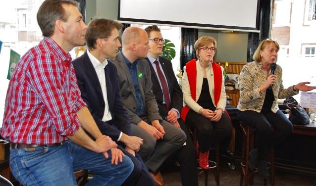 Vertegenwoordigers van de diverse partijen tijdens het zorgdebat in De Gouwe. | Foto's Willemien Timmers