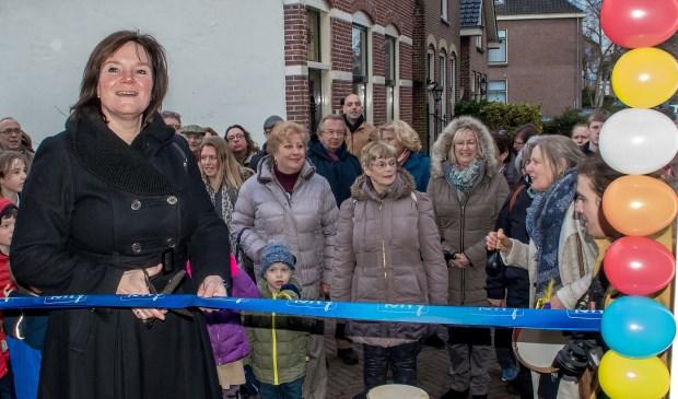 Wethouder Angelique Beekhuizen opent de nieuwe locatie aan de Berkenkade.