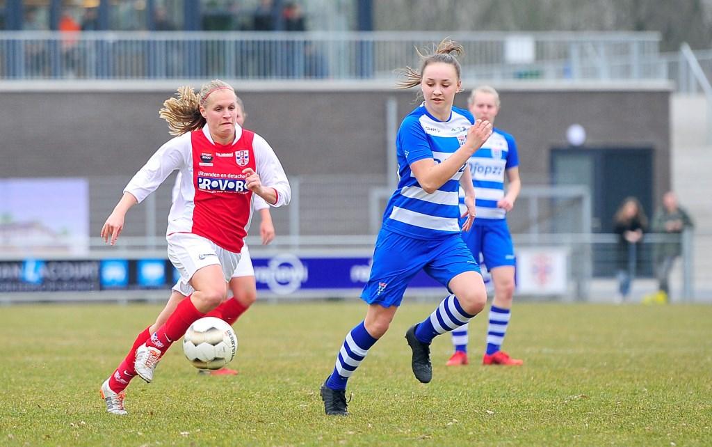 Kirsten Kok aan de basis van een van de weinige aanvallen van de Racing. Foto: Gert Jan van Heijningen © uitgeverij Verhagen