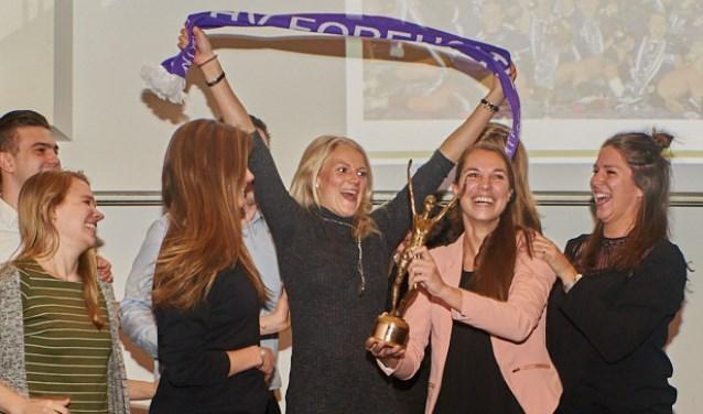 De handbalsters van Foreholte winnen de Teylingen Sportprijs 2017. | Foto: pr./René van Dam Foto: pr./René van Dam © uitgeverij Verhagen