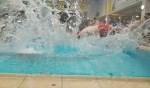Deelnemers zwemmen bijna 8.000 baantjes tijdens 31e Nacht van Leiderdorp