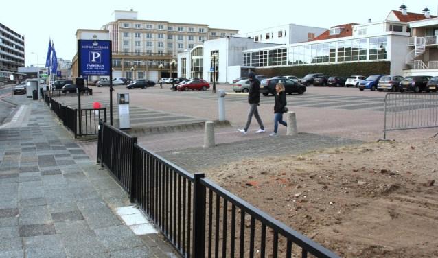 Op de plek van deze 100 parkeerplaatsen komt 'Residence van Oranje' met 500 ondergrondse parkeerplekken.