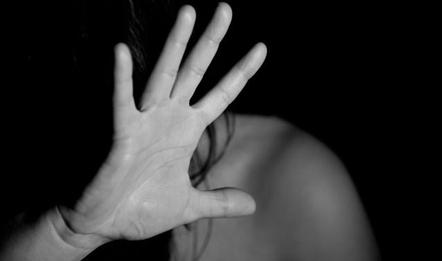 Met alle geweld een relatie is bedoeld voor vrouwen die te maken hebben (gehad) met geweld in hun relatie. |