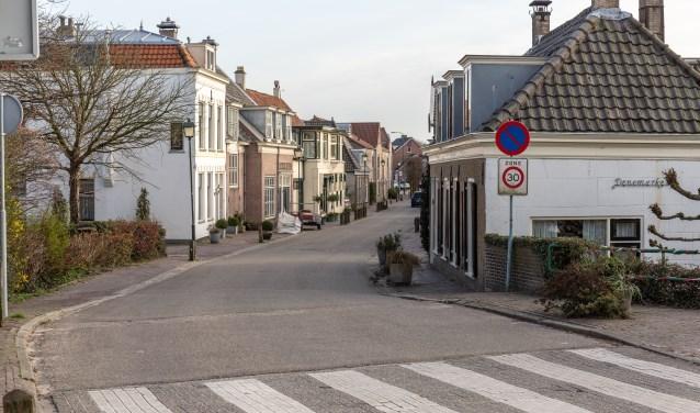 In de Dorpsstraat wordt veel te hard gereden. | Foto Wil van Elk