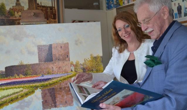 Burgemeester Carla Breuer sprak eerder met schilder Leo van den Ende voor een aflevering van de Verhalenkaravaan. | Foto: archief