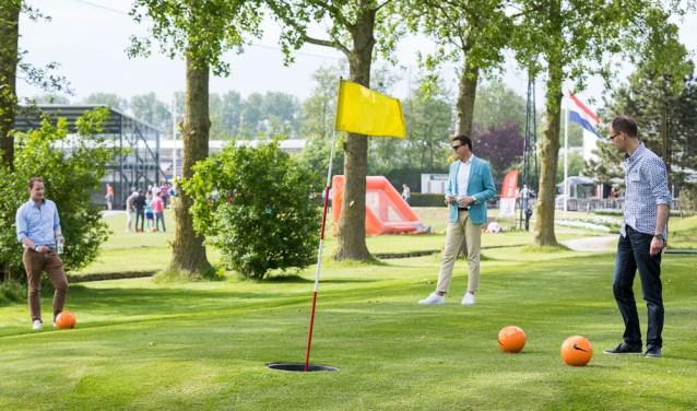 Voetgolf is een combinatie van voetbal en golf. Er wordt gestreden in teams van twee personen. | Foto: pr.