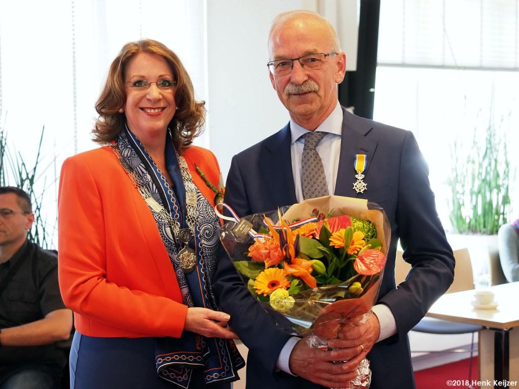 Ton Oostdam uit Voorhout is trots op zijn koninklijke onderscheiding. | Foto: pr./Henk Keijzer Foto: pr./Henk Keijzer © uitgeverij Verhagen