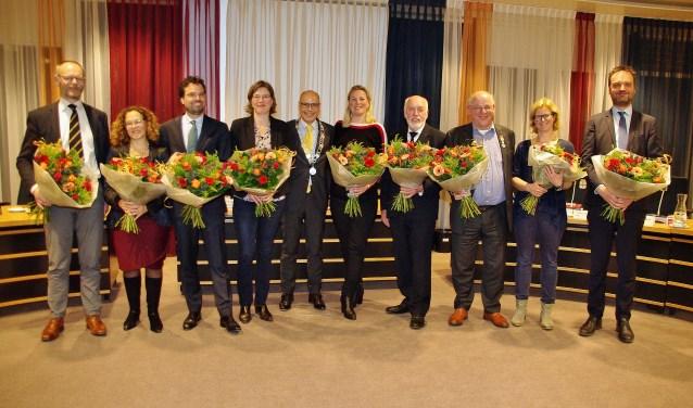 De vertrekkende raadsleden met in hun midden burgemeester en raadsvoorzitter Emile Jaensch. | Foto Willemien Timmers