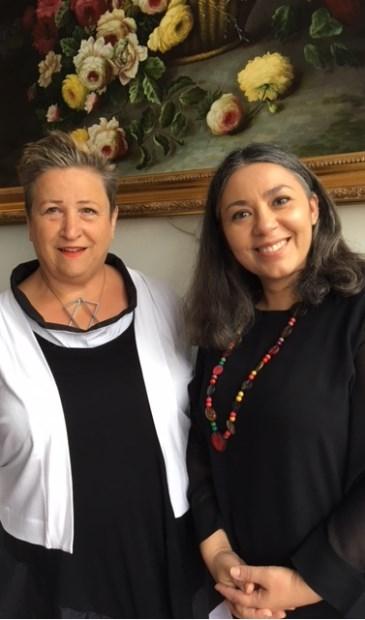 Scheidend voorzitter Jannie Kamerman en nieuwe voorzitter Teresa Cardoso Ribeiro