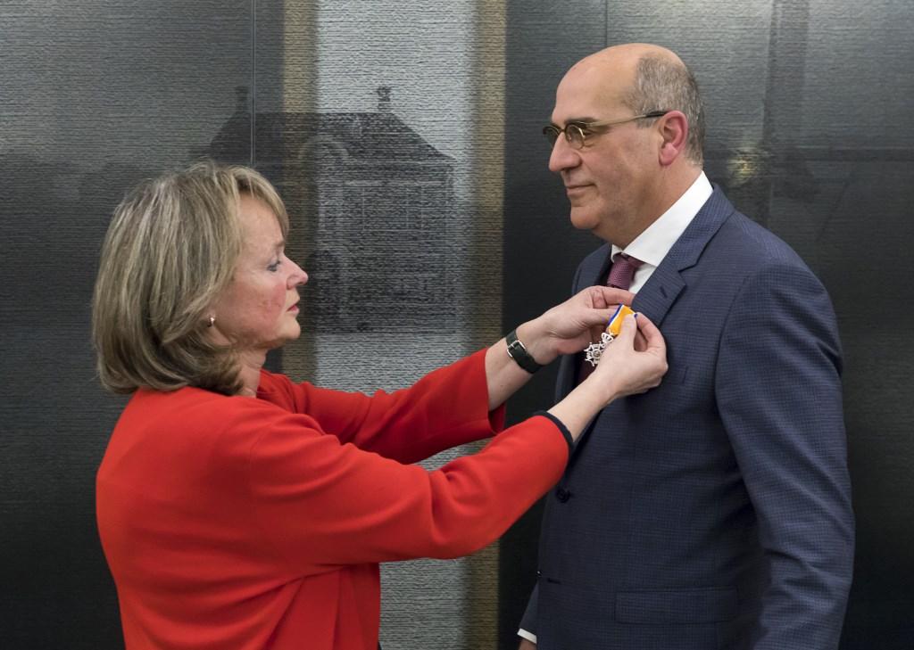 Ook Bert van Santen ontving een koninklijke onderscheiding. Foto: Sven van der Vlugt © uitgeverij Verhagen