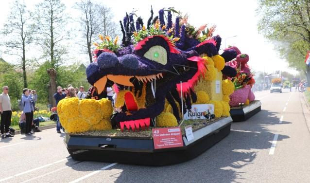 De winnende praalwagen van Corsogroep De Zilk met de Chinese Dragon. | Foto: Wilma van Velzen