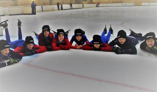 Deze kinderen pleiten voor een ijsbaan van 333 meter.