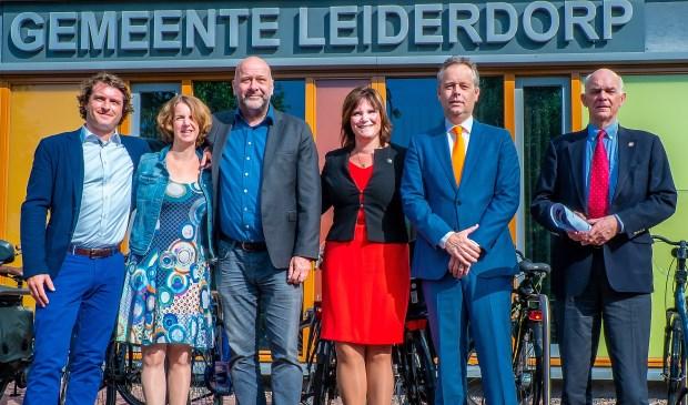 V.l.n.r. fractievoorzitters Bart Hoenen (VVD), Mirjam van der Stelt (CDA) en Hugo Langenberg (LPL) en de beoogde wethouders Angelique Beekhuizen (LPL), Willem Joosten (VVD) en Jeff Gardeniers (CDA).