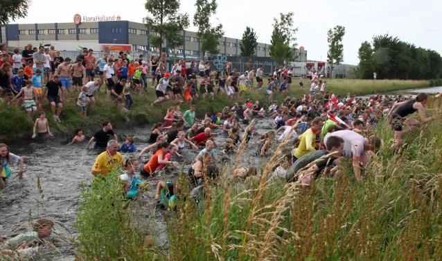 De start van de Oegstgeester Poldercross zal dit jaar niet bij de veiling, maar op de parkeerplaats van het Groene Kerkje plaatsvinden. | Archieffoto Willemien Timmers
