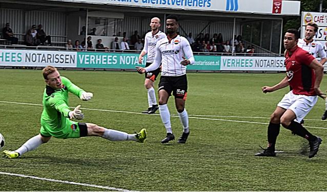 Ivailo Staal passeert doelman Van de Wijngaart en scoort 1-0. | Foto: PR