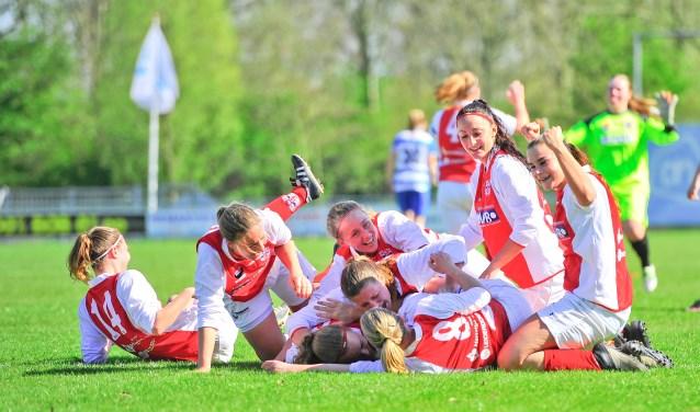 De vrouwen van RCL 1 in betere tijden, na het behalen van het kampioenschap in de Hoofdklasse in april 2017.