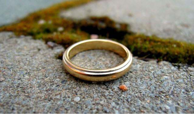 Wie zijn trouwring verloren is, kan bij de gemeente kijken of het voorwerp is gevonden.