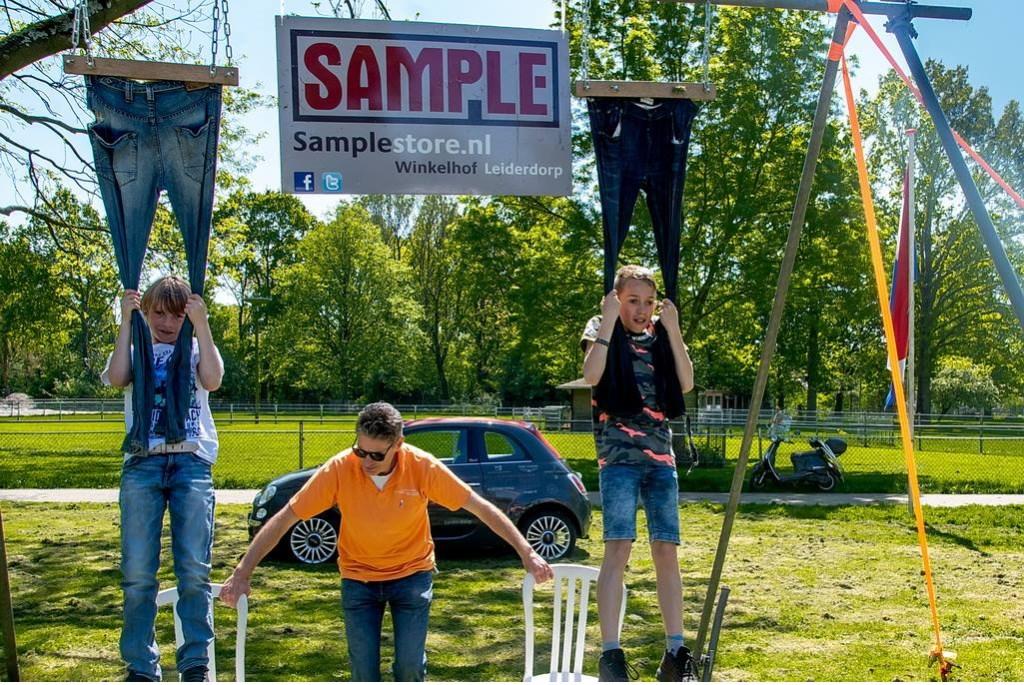 Sample Casual Stores sponsorde ook dit jaar weer het broekhangen.  Foto: Johan Kranenburg © uitgeverij Verhagen