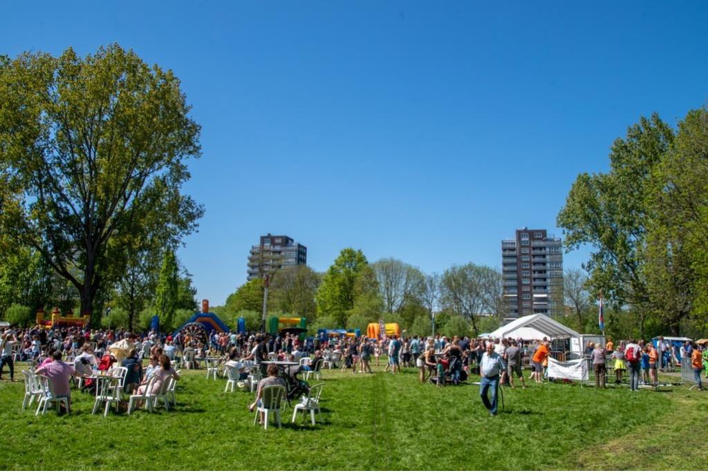 Overzicht van het feestterrein.  Foto: Johan Kranenburg © uitgeverij Verhagen