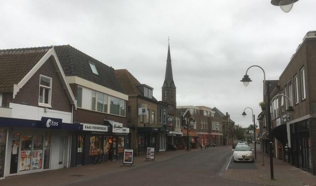 De Herenstraat in Voorhout. De enquete gaat naar alle ondernemers in Teylingen, waaronder de detailhandel en horeca. | Foto: archief