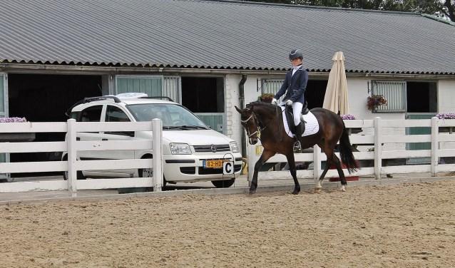 Emily de Jong tijdens haar oefening met pony Dreamer. Zij won uiteindelijk de bokaal. | Foto PR