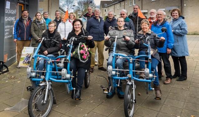 Aanbieding van tweede duofiets door wethouder Angelique Beekhuizen aan Fietsmaatjes op 23 november 2017. | Archieffoto Wim Schellekens