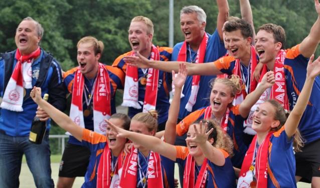 Fiks 1 is kampioen en promoveert naar de hoofdklasse. | Foto: Esther Verhage