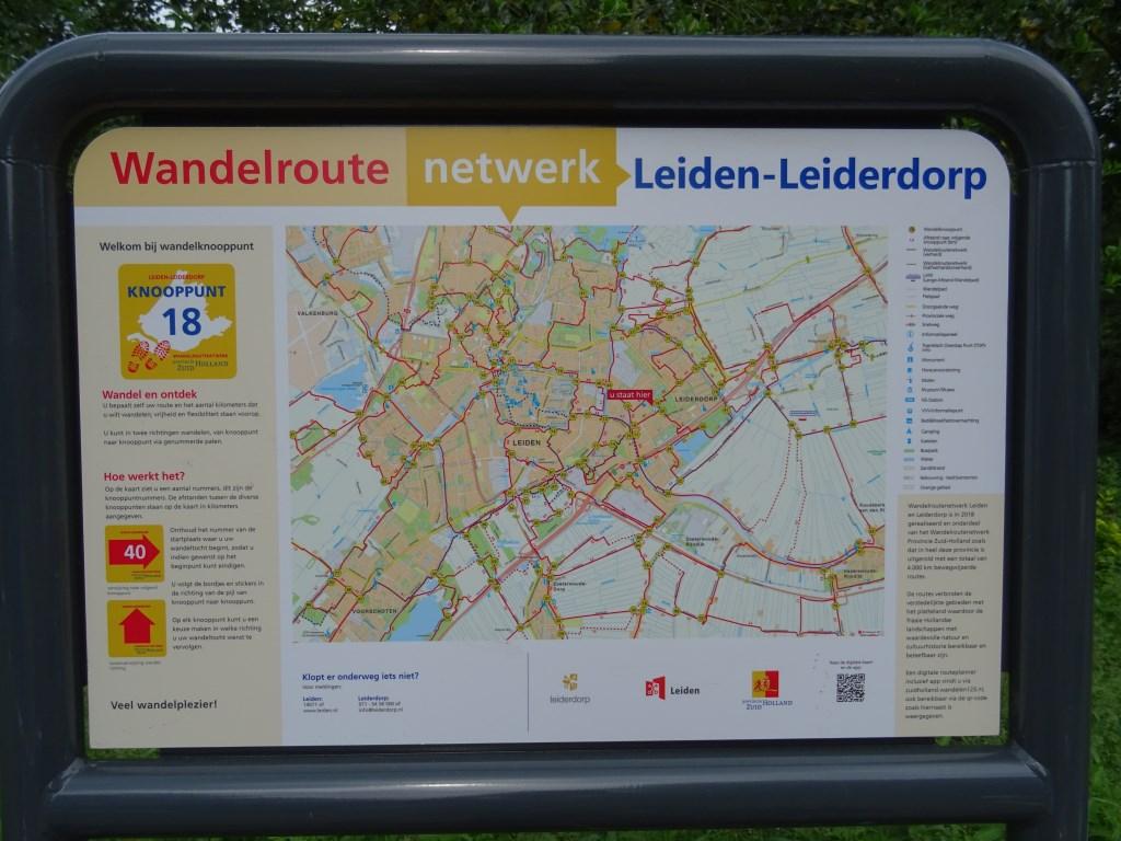 Het informatiepaneel bij knooppunt 18, bij park De Houtkamp.    © uitgeverij Verhagen