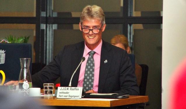 Scheidend wethouder Jos Roeffen werd betrouwbaar en onverstoorbaar genoemd door de diverse partijen.   Foto Willemien Timmers
