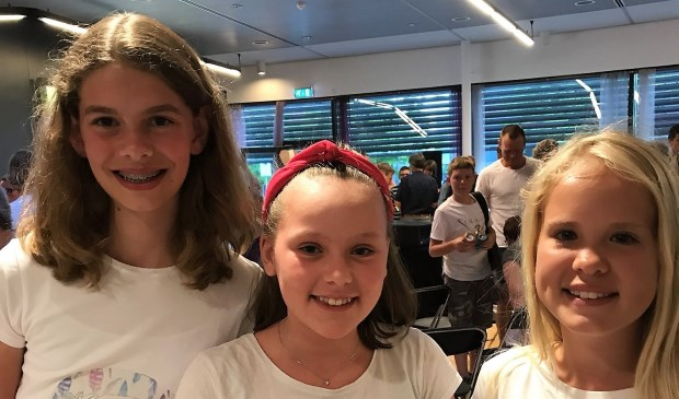 De drie jonge uitvinders, v.l.n.r. Denise Hogenboom, Laura Gortenmulder en Anna-Kinke Koopmans.