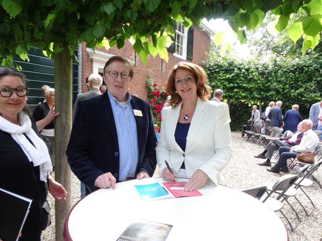 Jos Warmenhoven en Carla Breuer. | Foto: pr. Foto: pr. © uitgeverij Verhagen