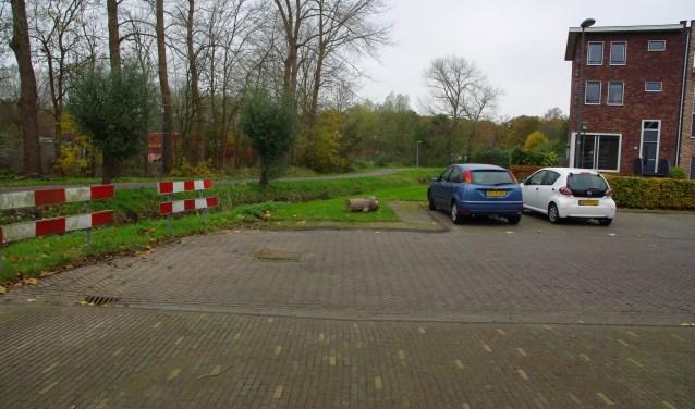 Het einde van de Hugo de Vrieslaan, waar de brug moet komen. | Archieffoto Willemien Timmers