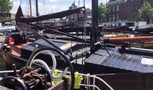 Donderdag en vrijdag varen historische boten langs de Leiderdorpse Zijldijk.