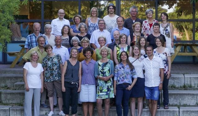 De dertig nieuwe natuurgidsen samen met Yuri Matteman van Naturalis en Astrid Bijster van IVN-Cursushuis. | Foto: Jan Hendrik Labots
