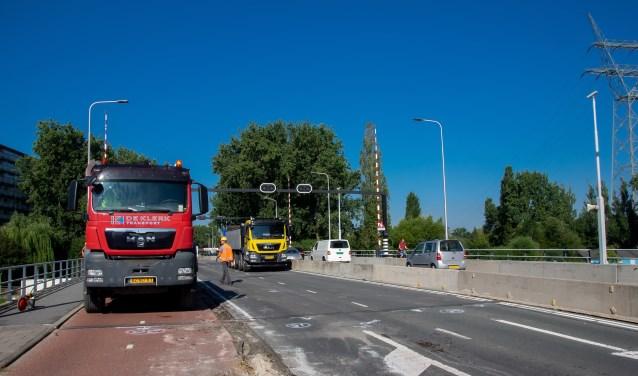 Het werk aan de Zijlbrug is in volle gang. Tot eind augustus zal het verkeer hier hinder van ondervinden.