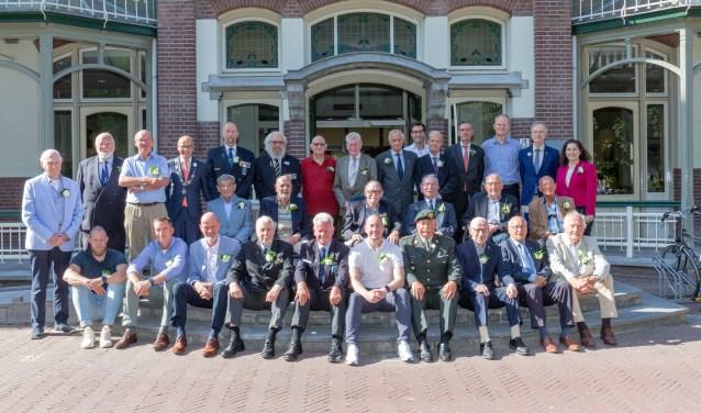 De in Oegstgeest wonende veteranen genoten van de bijeenkomst in het gemeentehuis. | Foto Wil van Elk