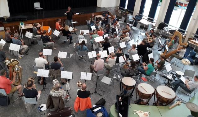 Het Bourdon Projectorkest (BPO) 2018 is speciaal opgericht voor het eindexamen van de twee dirigenten. | Foto: pr.