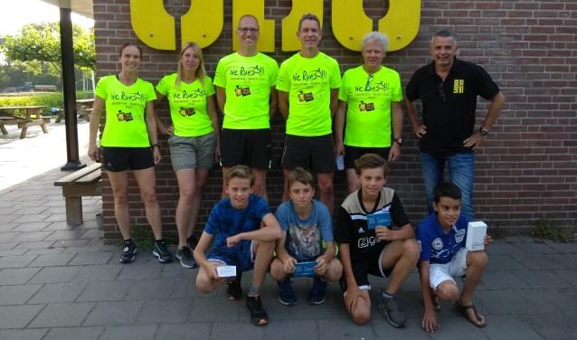 De winnaars van de sponsorloop voor WeRun4All bij UDO.