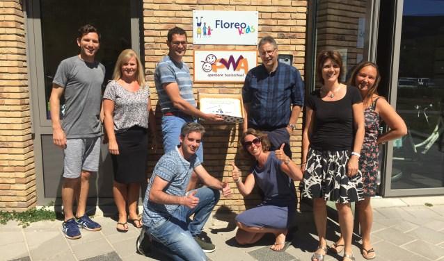 Het team van de PWA met hun gewonnen taart. | Foto: PR