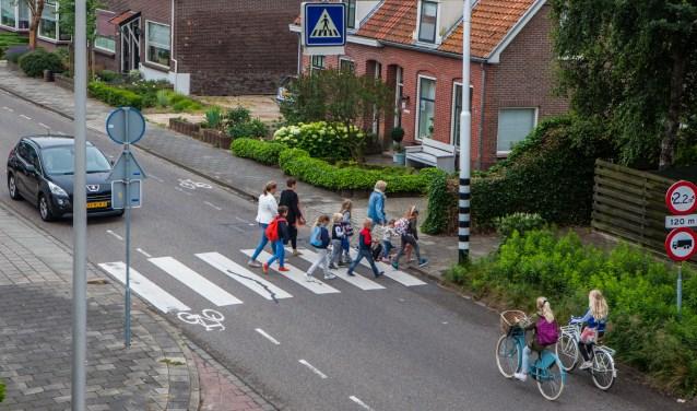 Iedere schooldag maken kinderen (en ouders) gebruik van het zebrapad Schelphoek/Katwijkerweg.