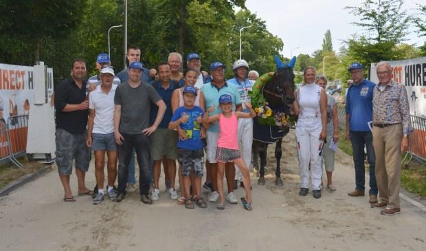 Emi van Jip en John Dekker wint de harddraverij in Warmond. | Foto: pr.