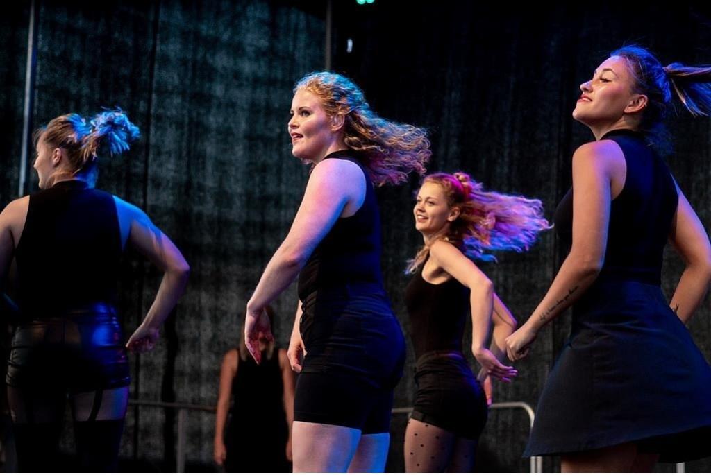 Optreden van de ID Dance Factory. Foto: Johan Kranenburg © uitgeverij Verhagen