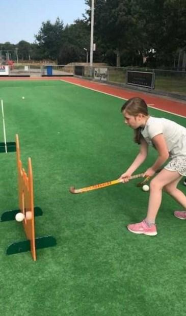 Bij Hisalis konden kinderen van de sport-BSO's deelnemen aan de hockeyclinic.