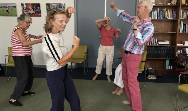 De Leidse Dance for Health groep oefent in het LUMC Poortgebouw. | Foto: PR