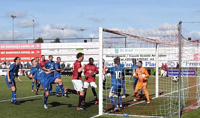 Max van Steen (9) knikt de 2-4 binnen. | Foto: PR