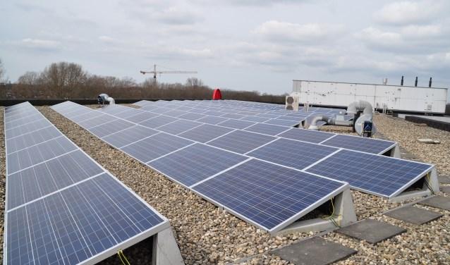 Zonnepanelen op het dak hebben in Leiderdorp vooralsnog geen invloed op de WOZ waarde van een gebouw.