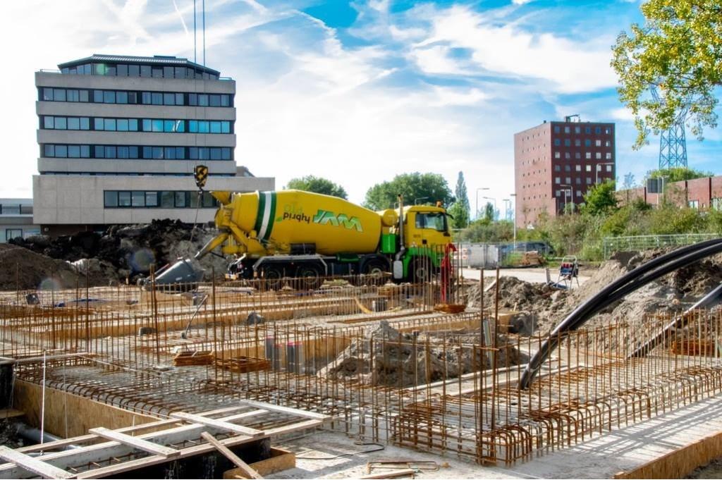 Het bouwterrein waar de komende tijd het nieuwe wijkje Bij de Zijl zal verrijzen.   Foto: Johan Kranenburg © uitgeverij Verhagen